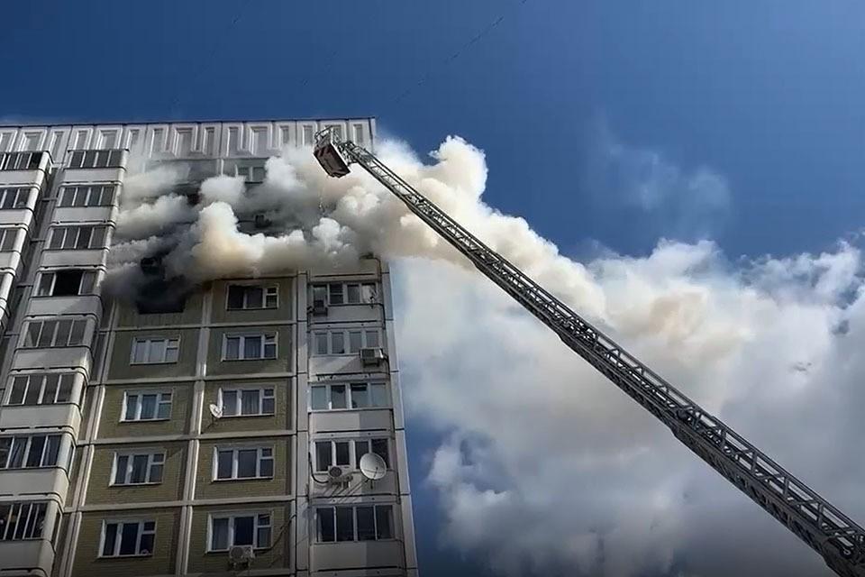 Пожар на 11 этаже жилого дома в Южном Бутово начался около 10.30.