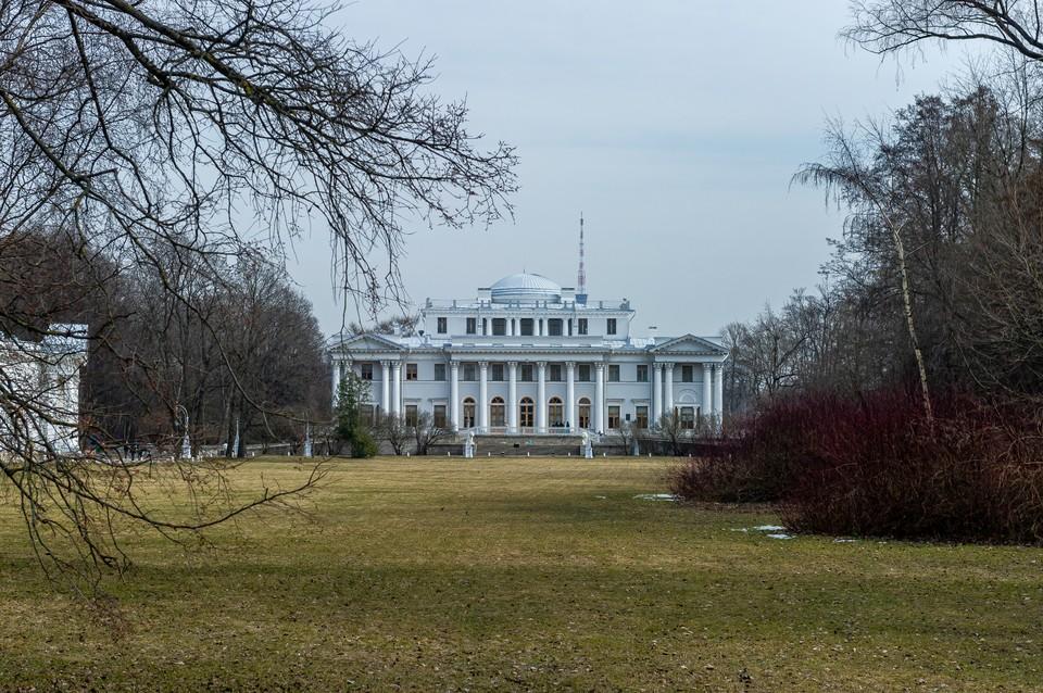 Во дворце ждут гостей каждый день, кроме понедельника