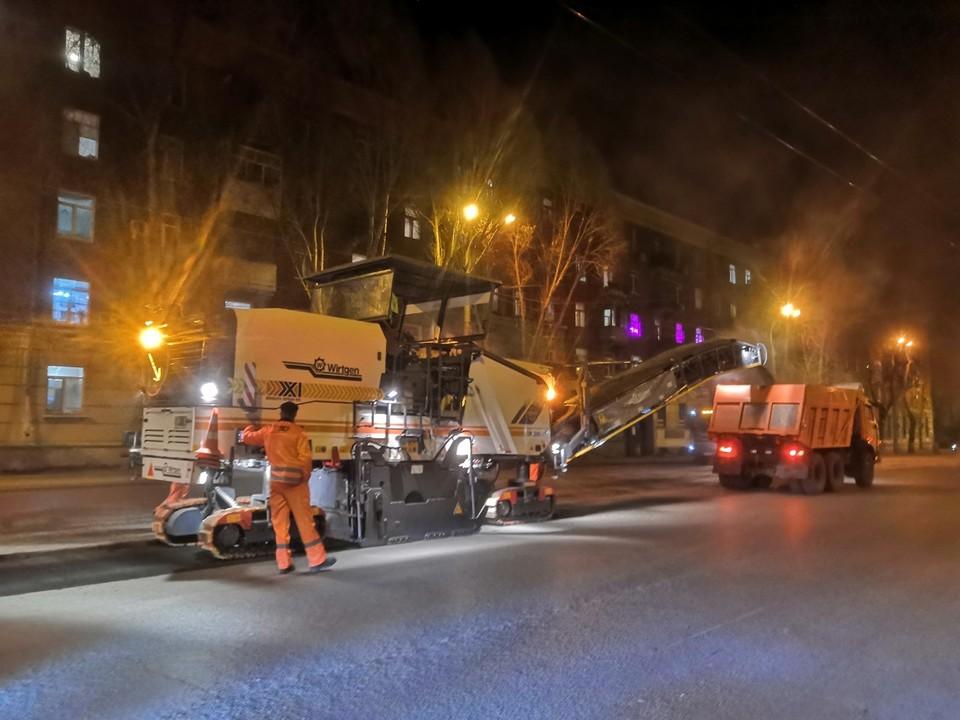 Дорожники срезают разрушенный асфальт Фото: администрация Самары