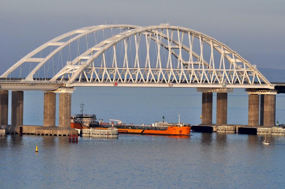 Россия перекрыла для Украины Керченский пролив.
