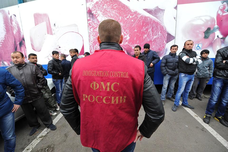 Совместный рейд сотрудников полиции и управления ФМС РФ по выявлению незаконных мигрантов.