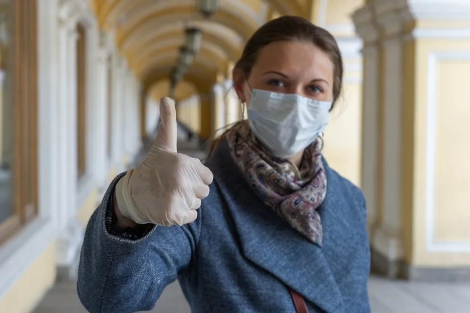 В Санкт-Петербурге отменили перчаточный режим в общественных местах.