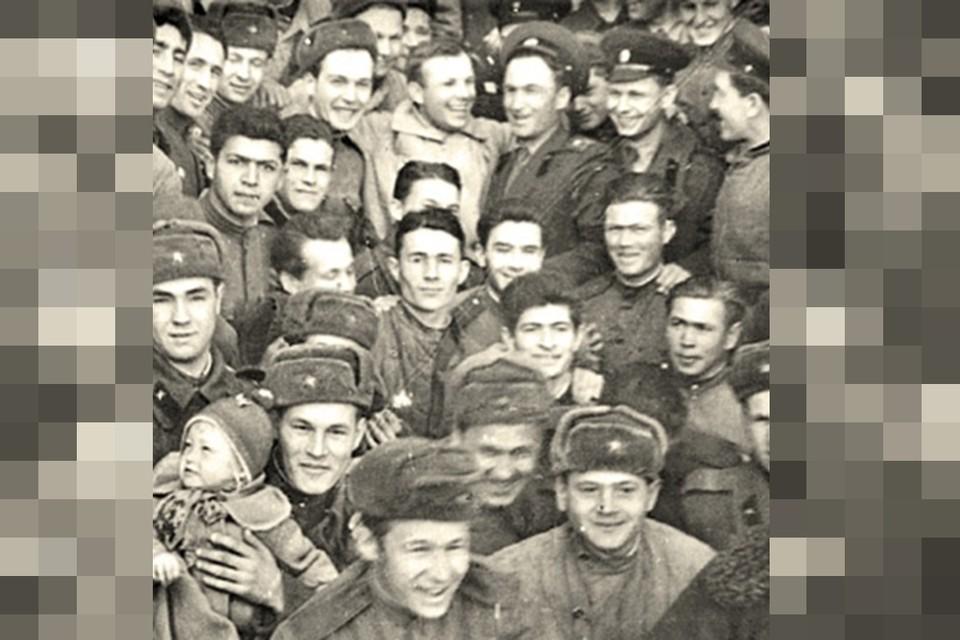 """Эта фотография была прислана в """"Комсомолку"""" подполковником запаса Николаем Латкиным незадолго до празднования 50-летия полета Юрия Гагарина."""