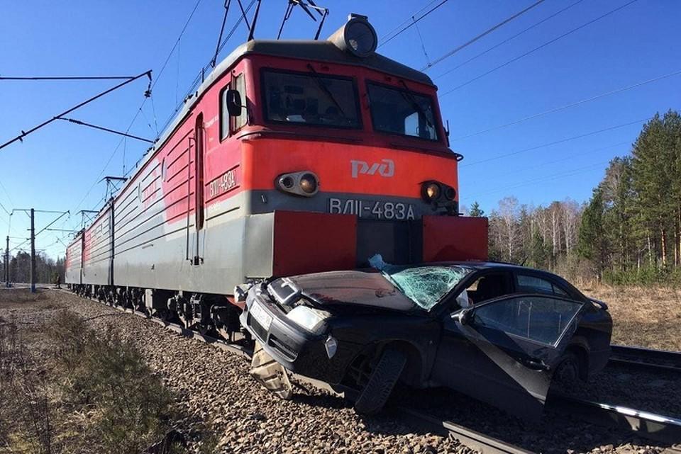 Три человека из легкового автомобиля получили травмы Фото: пресс-служба Уральской транспортной прокуратуры