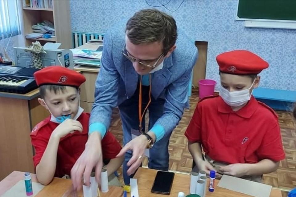 Молодежь Комсомольского района вручит подарки ветеранам 9 мая