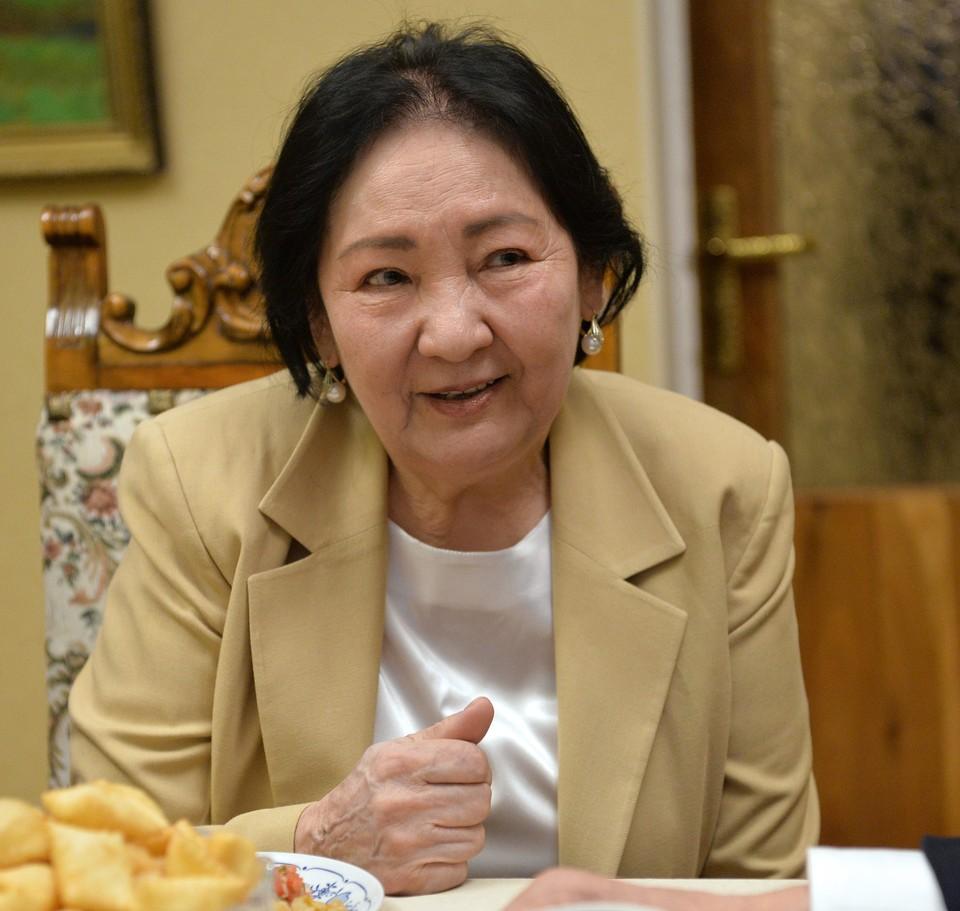 Вдова Чингиза Айтматова скончалась на 79-м году жизни.