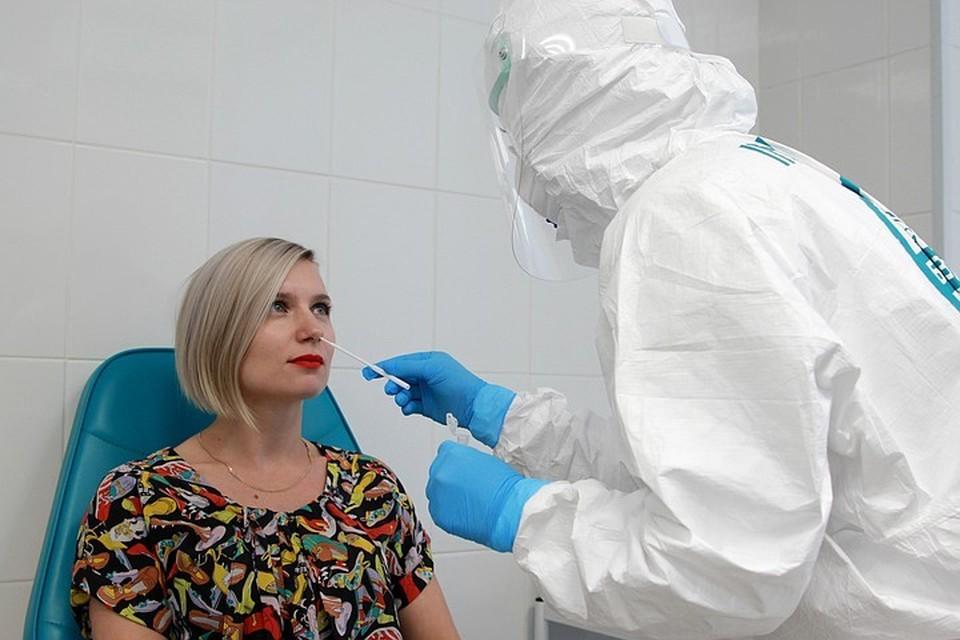 Россиянам, возвращающимся из зарубежных поездок, придется сдавать тест на коронавирус дважды