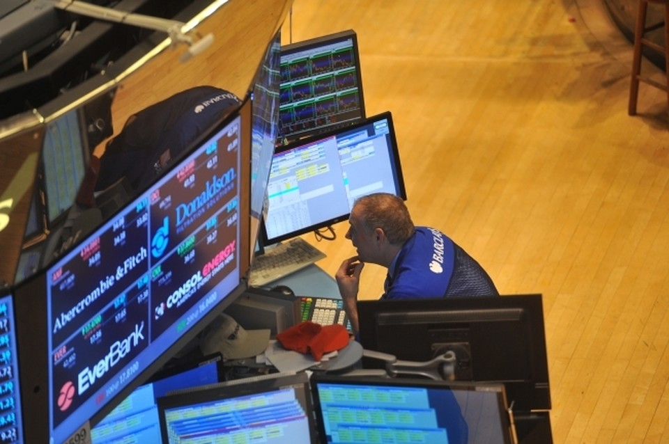 Омичка хотела заработать на росте акций на бирже, но попала в лапы мошенников