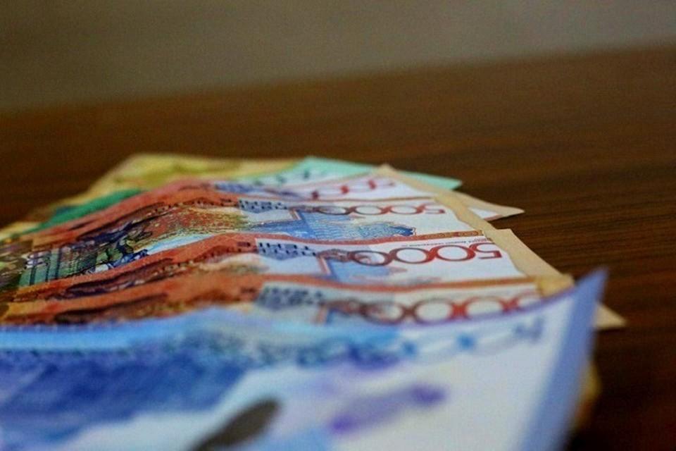Средний курс продажи доллара в обменниках равен 432,82 тенге, покупки — 431,29 тенге.