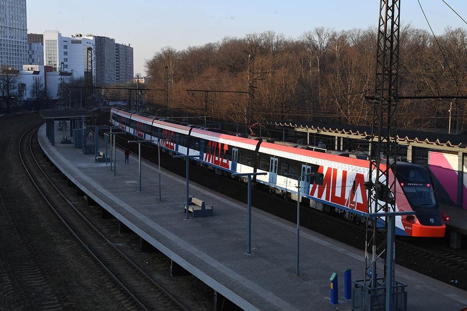 Пригородные платформы на этой линии постепенно реконструируют