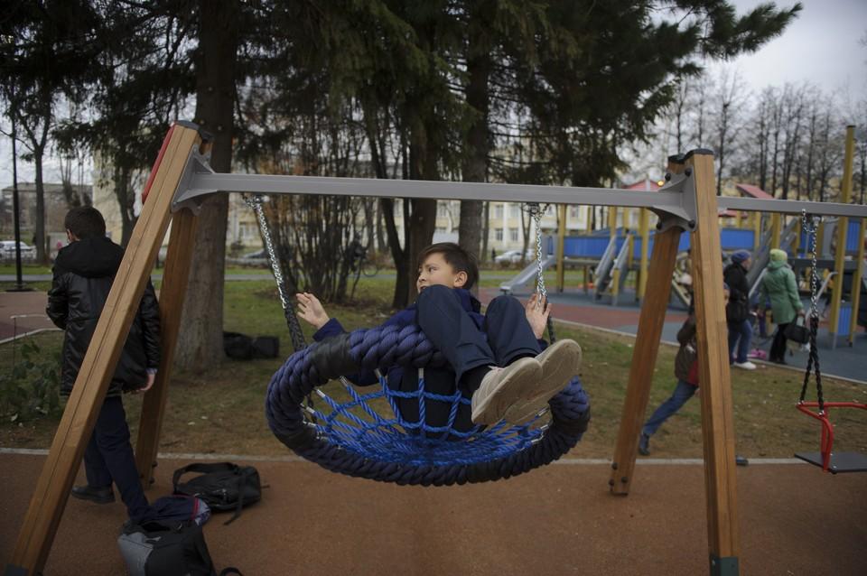 Качели исчезли с детских площадок в Комсомольске