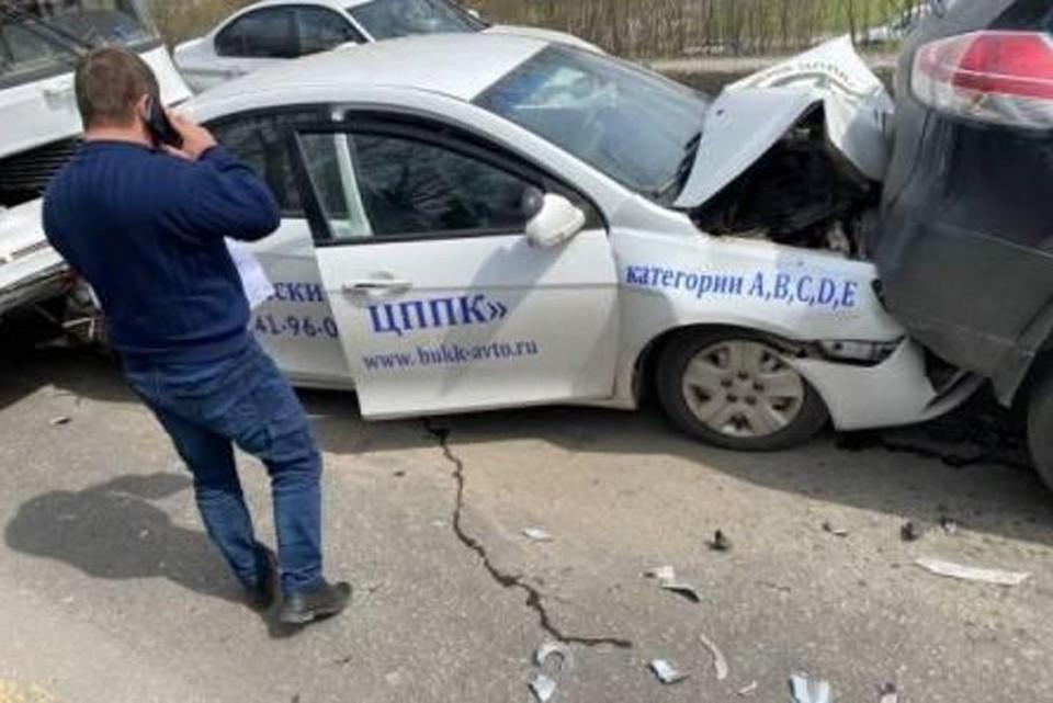 В Брянске в массовом ДТП на улице Красноармейской пострадал 17-летний парень. Фото: ОГИБДД по городу Брянску.