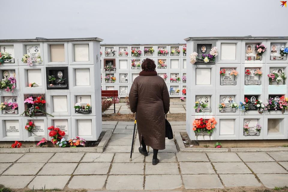 Многие белорусы стали выбирать захоронения в колумбариях, но для предков она была неприемлема.