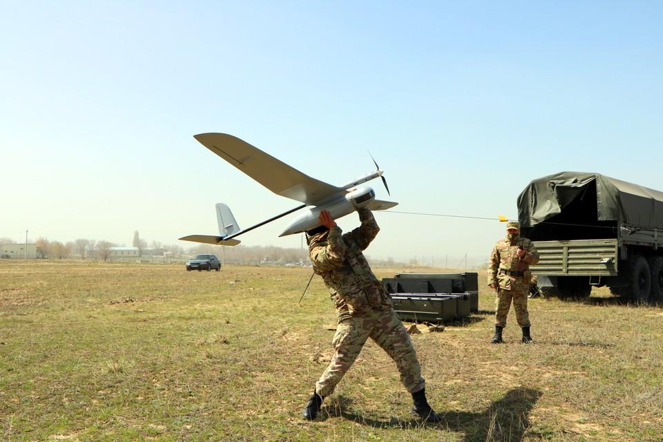 Запуск разведывательного БПЛА Skylark расчетом казахстанских Сил специальных операций.