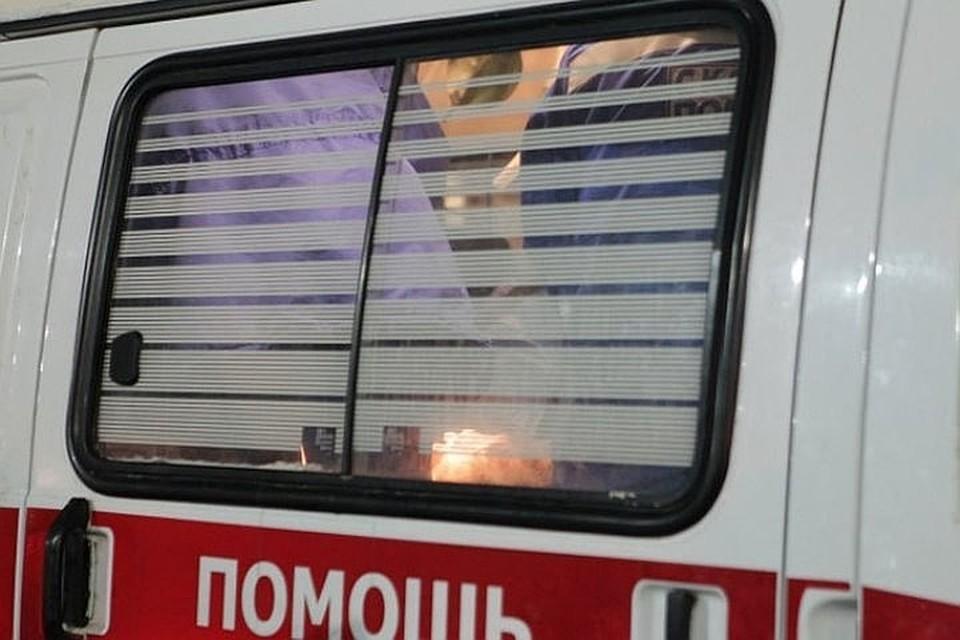 """Пострадавшего на """"скорой"""" увезли в больницу, где он и скончался."""