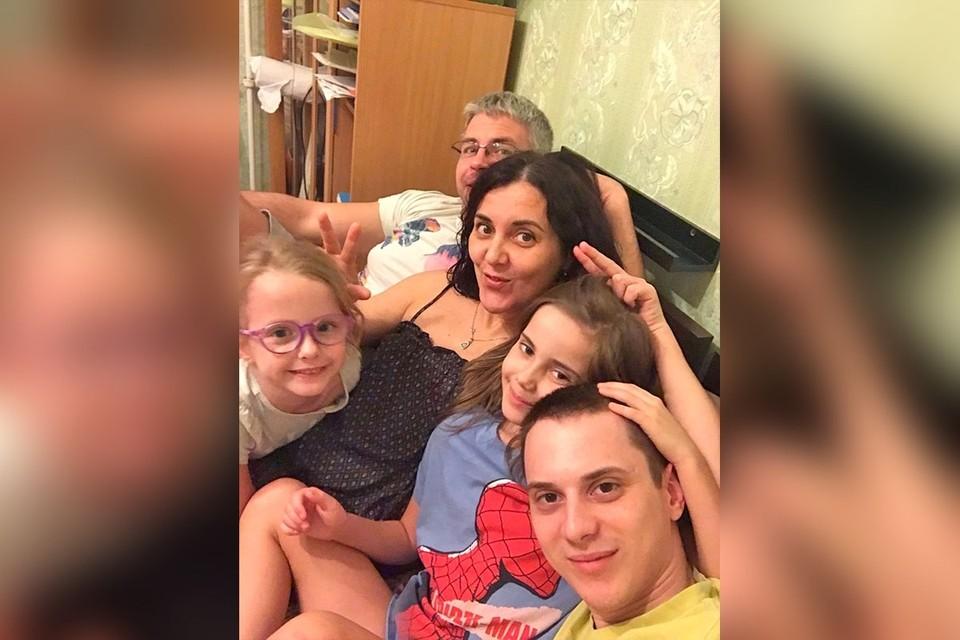Елена смогли принять себя, родить здоровых детей и создать им счастливую семью