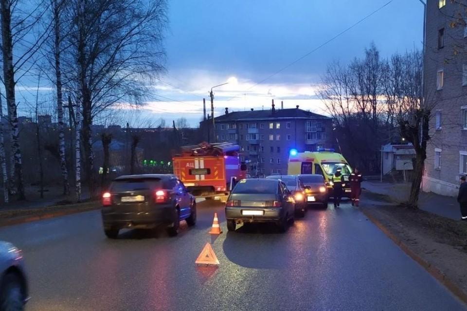 В результате происшествия водитель автомобиля ВАЗ-2112 получил травмы. Фото: vk.com/gibdd43