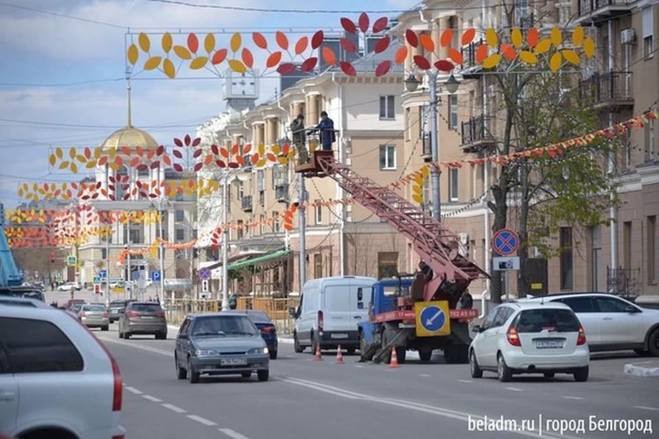Даже при пандемии для создания праздничного настроения город должен быть украшен.