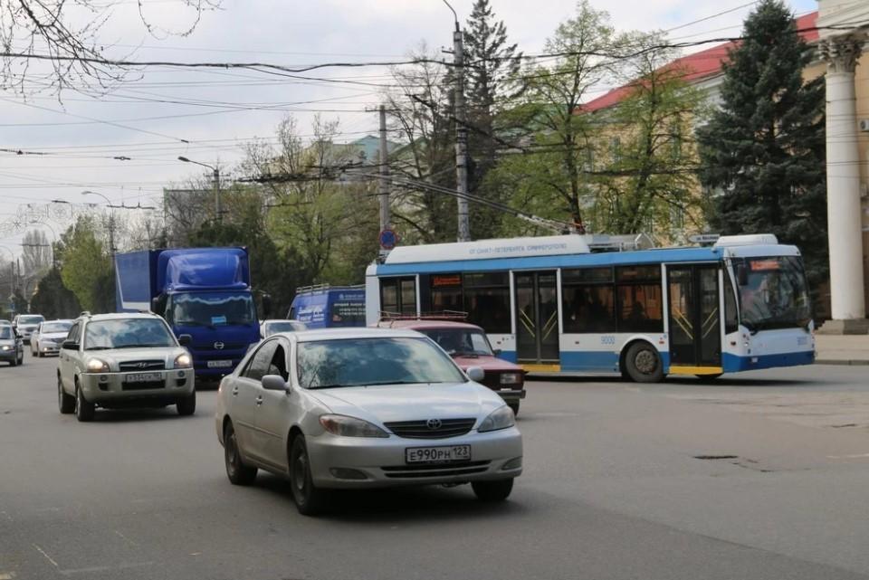В связи с проведением парада движение транспортных средств полностью перекроют с 7.00 до 13.00