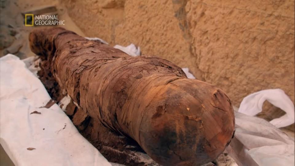 Обнаруженная в Фивах беременная мумия