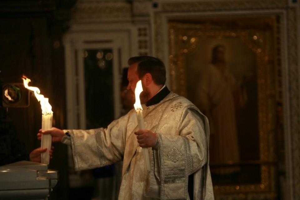 К вечеру священный огонь появится во всех - даже самых отдаленных - церквях региона.