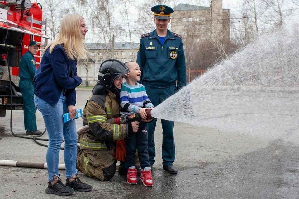 Первая встреча Степана с пожарными произошла, когда он лечился в реабилитационном центре