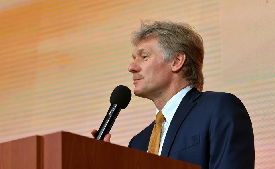 Москва еще ждет от Киева предложений по встрече Путина и Зеленского.
