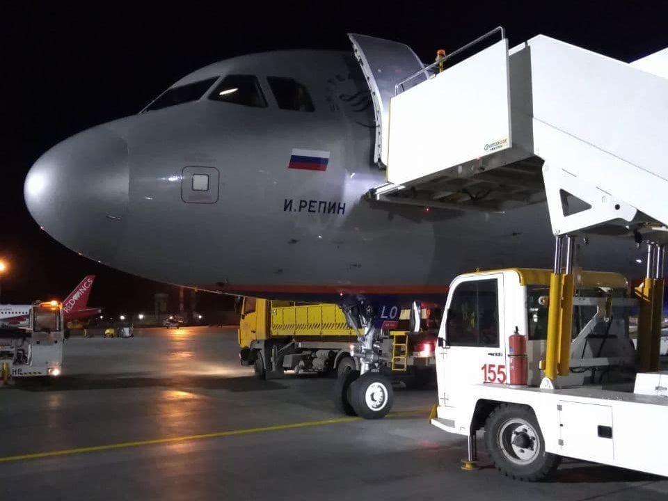 Борт, прибывший накануне в Челябинск, носит имя живописца Ильи Репина. Фото: читатель КП