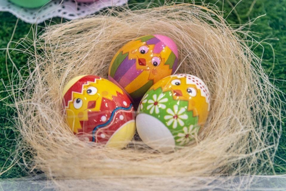 На волне приближающейся Пасхи куриные яйца неукоснительно дорожают в цене.