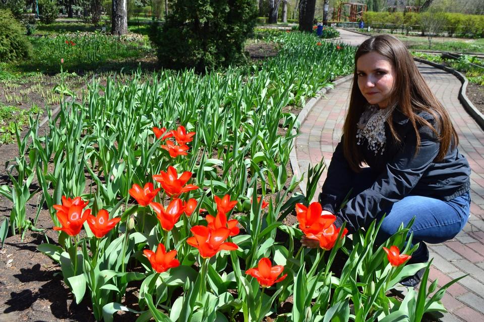 Наталья Ясинская показала селекционные формы тюльпанов, цветущих в Теневом саду