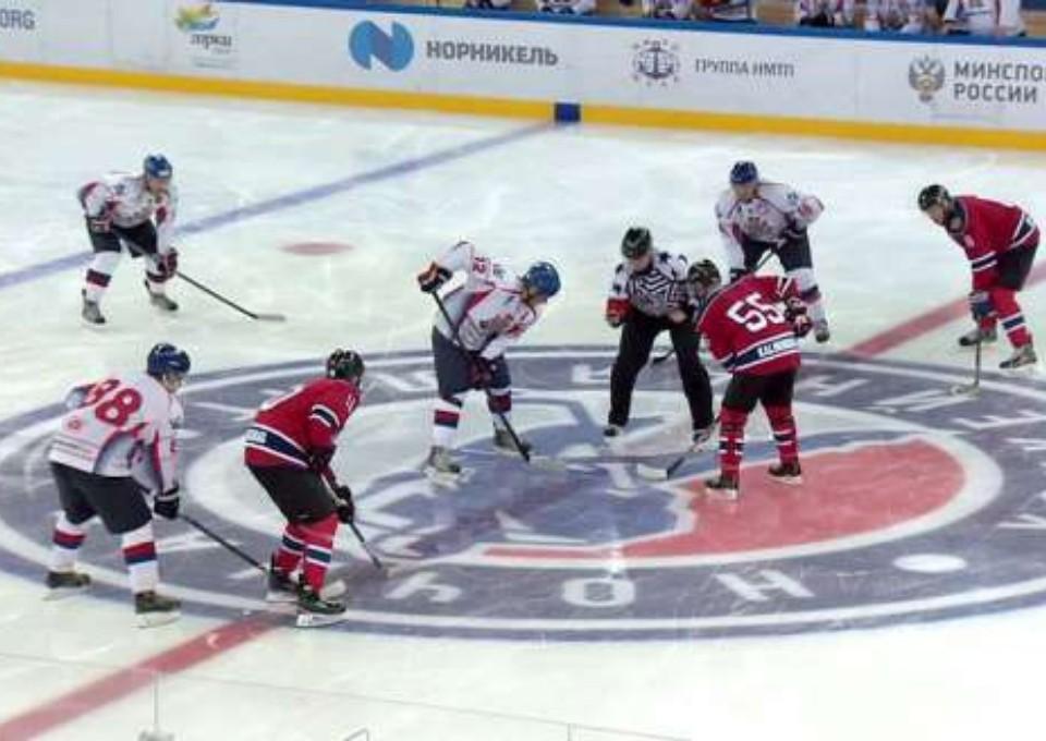 Фото: Ночная хоккейная лига