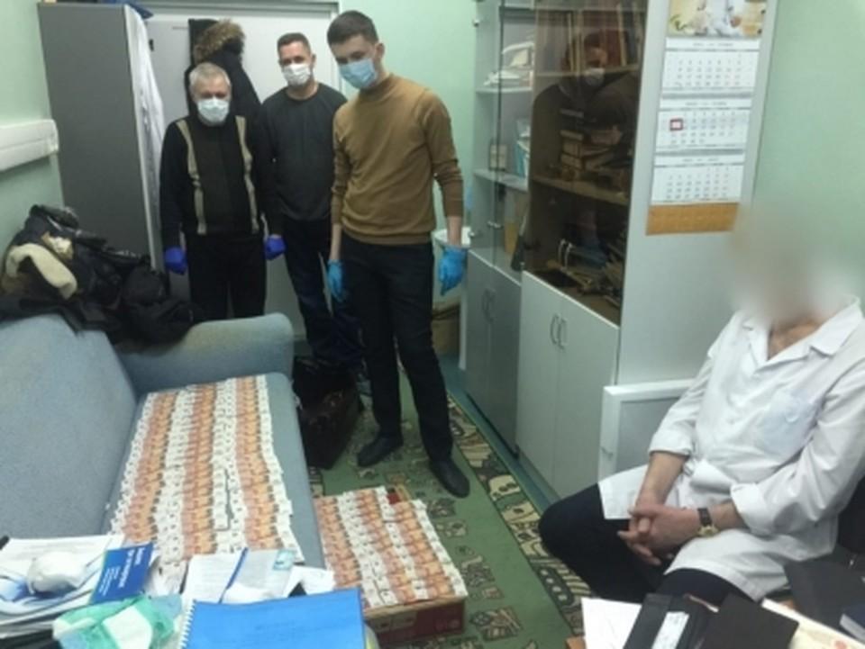 Завершили расследование дела сургутского врача, вынуждавшего инвалидов давать ему взятки Фото: СУ СК РФ по ХМАО-Югре