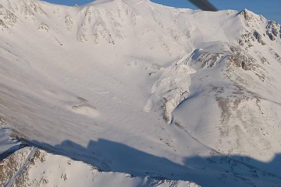 Найдены тела трех туристов, погибших при сходе лавины на горе Мунку-Сардык в Бурятии. Фото: республиканское агентство ГО и ЧС.
