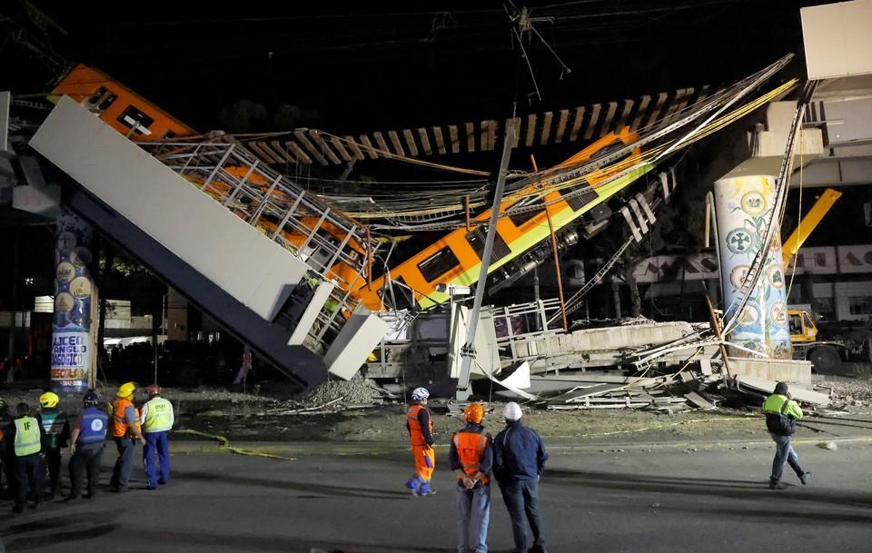 В Мехико обрушился пролёт надземного метро.