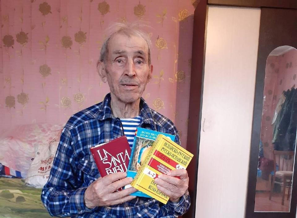 Виктор Арета начал читать книги на родном языке