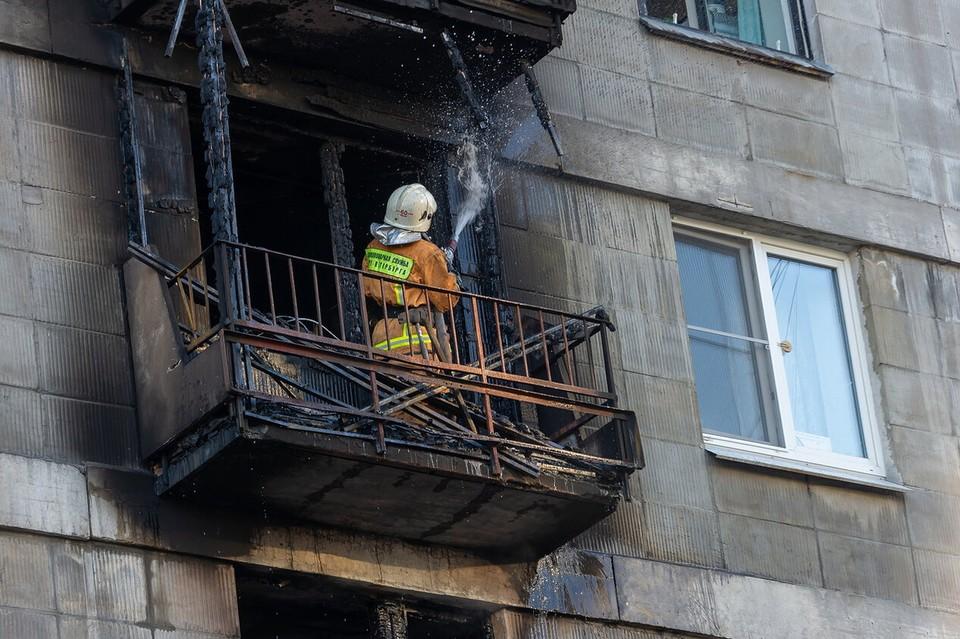 Накануне возгорания, по неофициальным данным, в квартире была компания из пяти ребят.