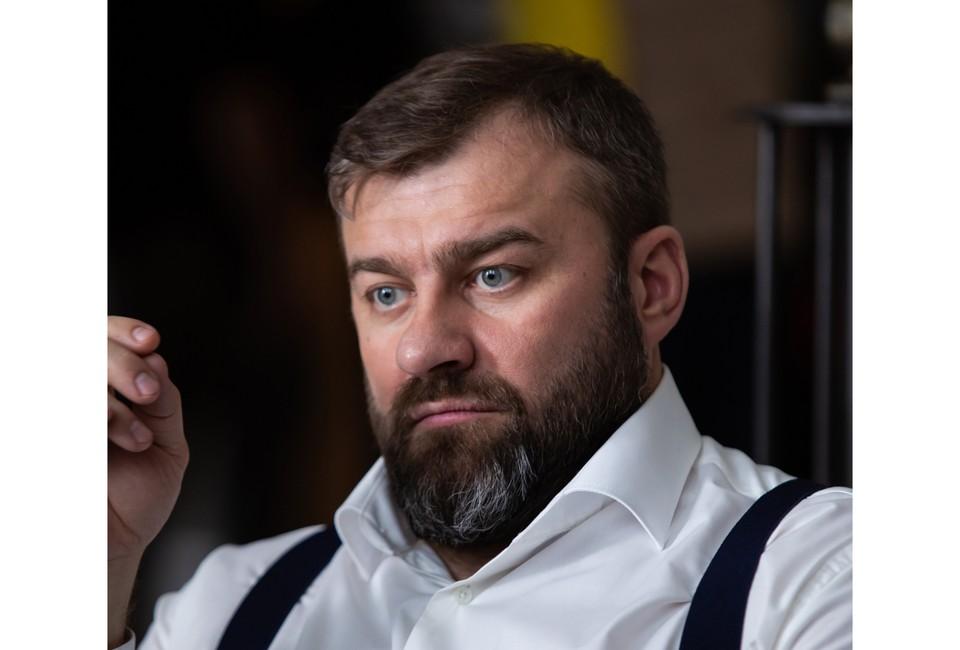 Михаил Пореченков в роли крупного предпринимателя, члена политической партии Бориса Боброва.