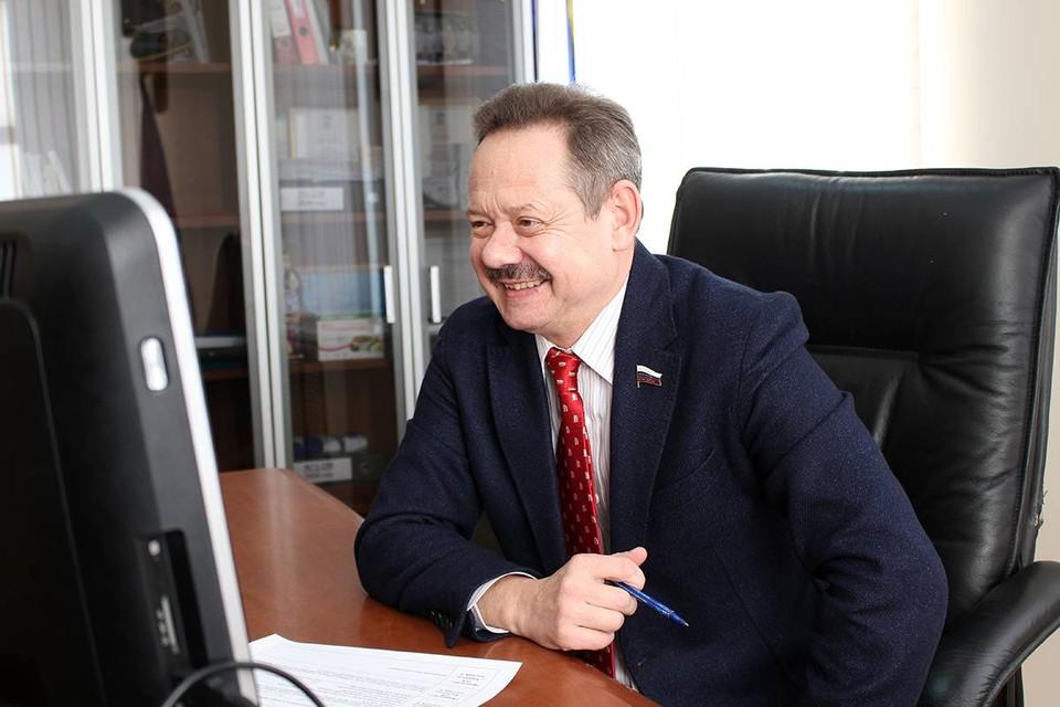 С 2016 года в декларациях депутата лишь недорогой Ниссан X-Trail. Фото: с официального сайта депутата - новиковвм.рф/news-article/411