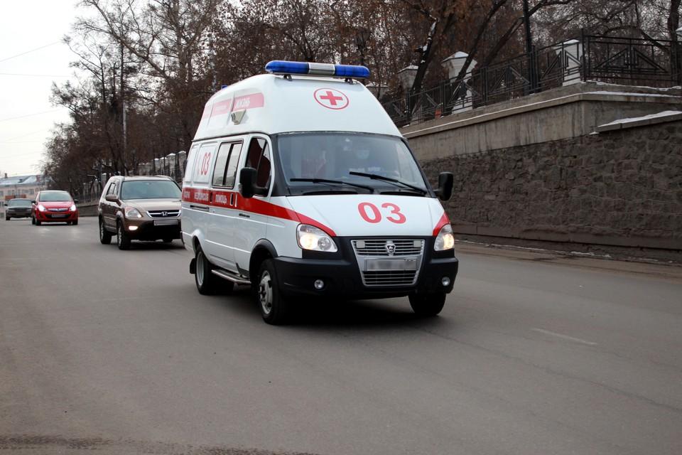Ребенок выбежал на проезжую часть из-за стоящей на обочине машины, с травмами он доставлен в больницу.
