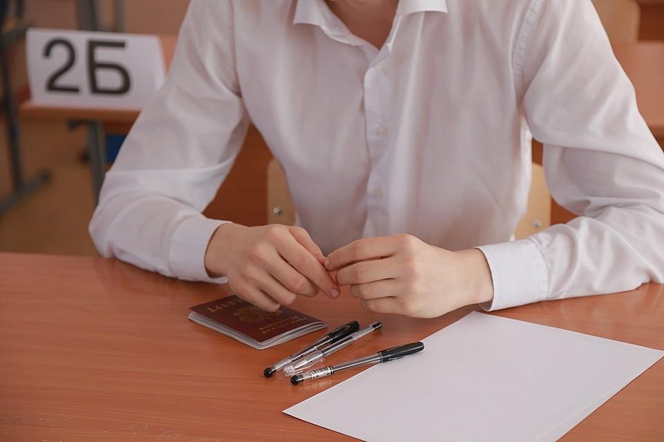 Красноярские выпускники школ сдают экзамен по математике