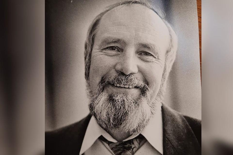 Михаил Александрович не только анализировал деятельность Юрия Лужкова, но и с большим удовольствием коллекционировал анекдоты о нём, их он тоже издал вместе с биографией.
