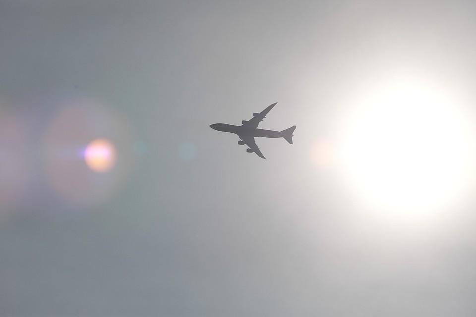 В аэропорту Якутска при посадке у самолета лопнуло шасси