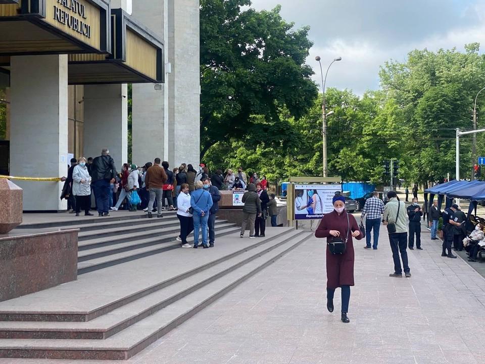 Марафон вакцинации в Кишиневе продолжается (Фото: соцсети).