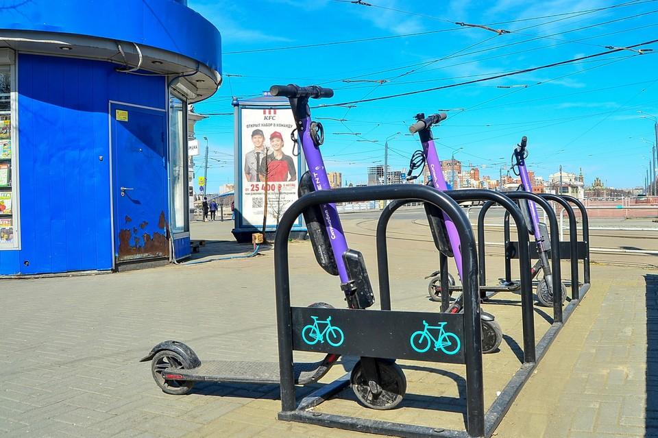 Решения об ограничении скорости движения в парках Челябинска у сервисов кикшеринга разные.