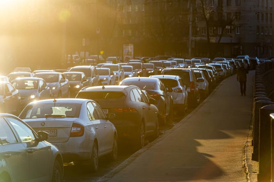Улицы должны открыть для свободного движения транспорта в 13:00.