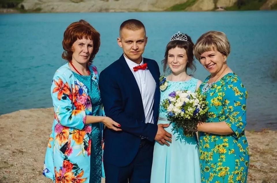 """В живых остался только папа малышки. Скончавшуюся дочку надо перевезти и похоронить рядом с мамой. Нужна помощь. Фото: """"ВКонтакте"""""""
