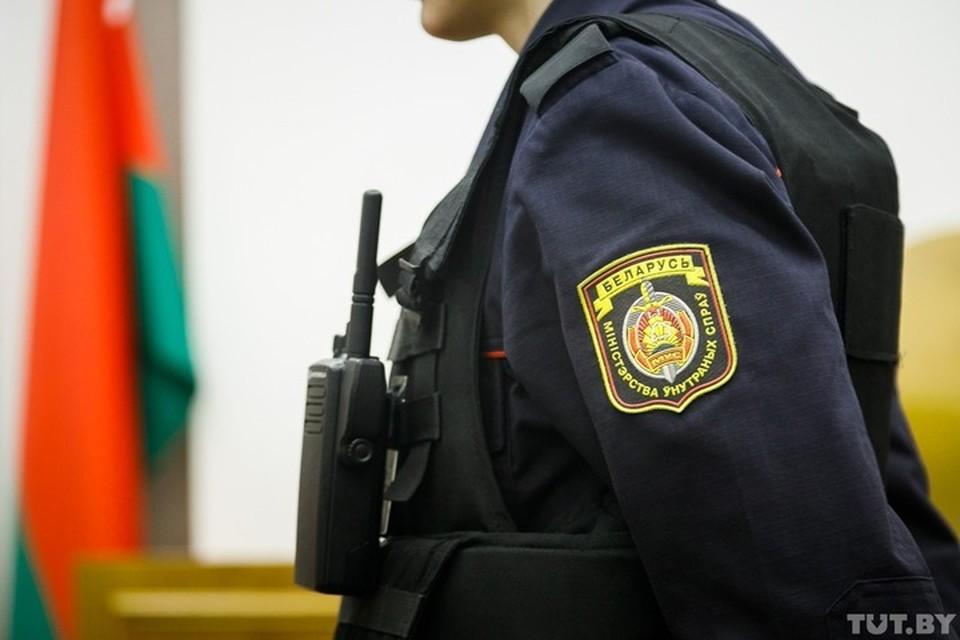 Сотрудники милиции проверяют информацию о минировании сразу нескольких школ Минска. Фото: tut.by