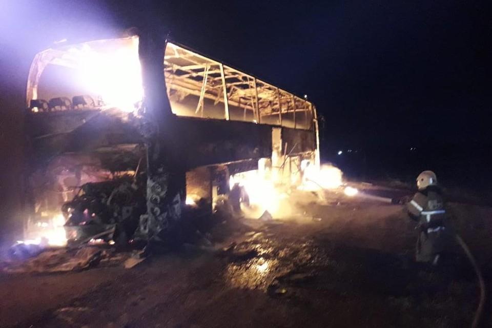 Автобус сгорел на трассе в Липецкой области