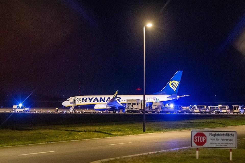 Cамолет Ryanair экстренно сел в Берлине. Фото: Christophe Gateau | dpa | ТАСС.