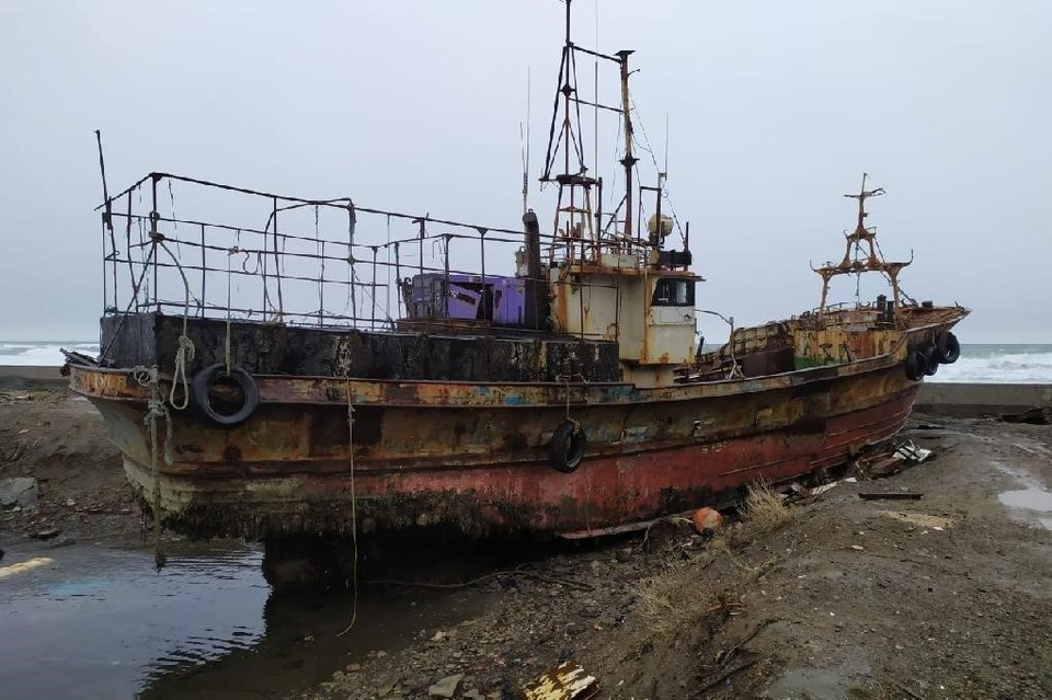 В морских портах конфискованные у браконьеров суда находятся в плачевном состоянии